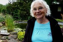 Eva Clarová se narodila roku 1932 v Poděbradech.  S rodinou žila v letech 1932 až 1938 v Litoměřicích, načež se přestěhovali do Tábora. Celý život pracovala převážně jako učitelka.