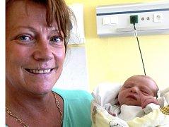 VLADIMÍR PARIS Z CHRBONÍNA. Narodil se 16. července v 8.15 hodin a je prvním dítětem v rodině. Navážili mu 2490 g a naměřil 46 cm.