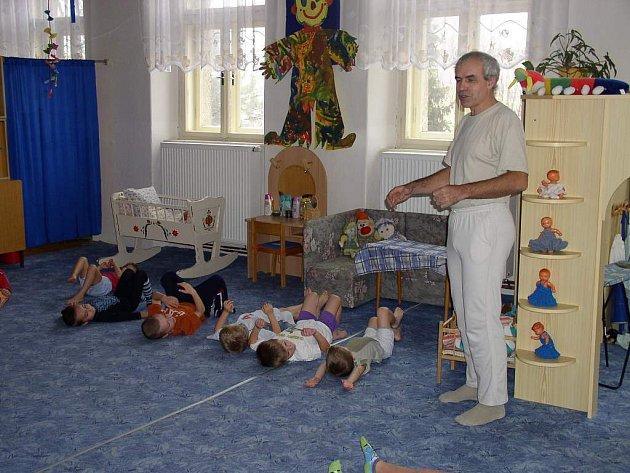 Učitel jógy Pavel Hájek