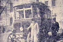 Dne 21. září 1921 vyjel tento autobus poprvé na trasu, jíž spojil Tábor s Mladou Vožicí pravidelnou linkou.