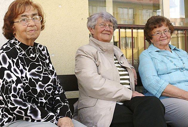 KANTORKY Jiřina Veselá, Jiřina Trčková a Božena Čábelová zavzpomínaly, jak to ve škole dřív chodívalo.