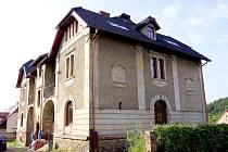 Na Lužnici, Čelkovice i Kotnov je vidět ze secesní vily, která stojí v kopci táborské vilové čtvrti.