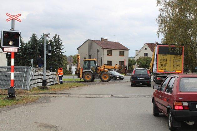 V Měšicích začala stavba nové zastávky na trati.