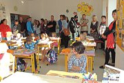 První školní den v Dražicích. (Foto: Radka Rypáčková)