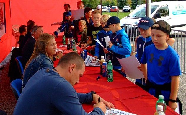 O podpisy sportovců byl zájem hlavně u mladých fanoušků.