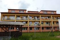 Jistebničtí v první polovině roku dokončili část revitalizace domu s pečovatelskou službou, mimo jiné vestavbu šesti půdních bezbariérových bytů, nový výtah a střechu. Jeden byt je případným zájemcům ještě k dispozici.