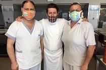 V úterý 21. dubna vařili šéfkuchař Martin Svatek s kolegy Rostislavem Pípalem a Petrem Nováčkem v jídelně Nemocnice Tábor.