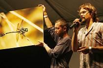 Na koncertě proběhla dražba Bártových fotografiií