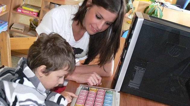 Vicemiss věnovala Kaňce počítač