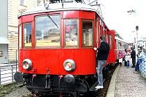 V sobotu v 15. 25 hodin vyrazí vlak tažený  Elinkou z Tábora do Bechyně. Pro cestující je připravená zastávka s programem v Malšicích a na bechyňském mostě. O dvacet minut dříve odjede po stejné trati i vlak poháněný zelenou Bobinou.