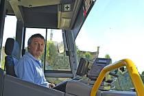 Za volantem autobusu prosedí řidiči osm až devět hodin denně.