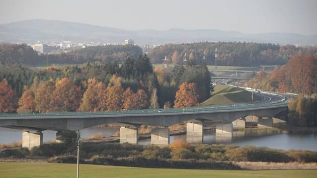 Most přes rybník Koberný u Plané nad Lužnicí