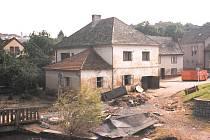 V Táboře se odhadované náklady spojené s obnovou vyšplahaly na 547 milionů. Na snímku je zachycený dům rodiny Marešovy v Táboře, kterému se voda také nevyhla.