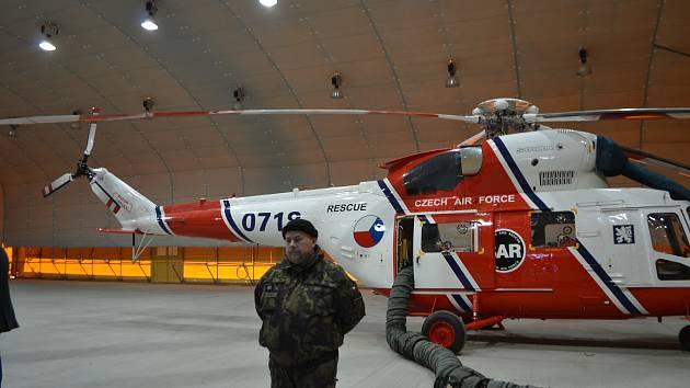 Provoz letecké záchranky převzala armáda.