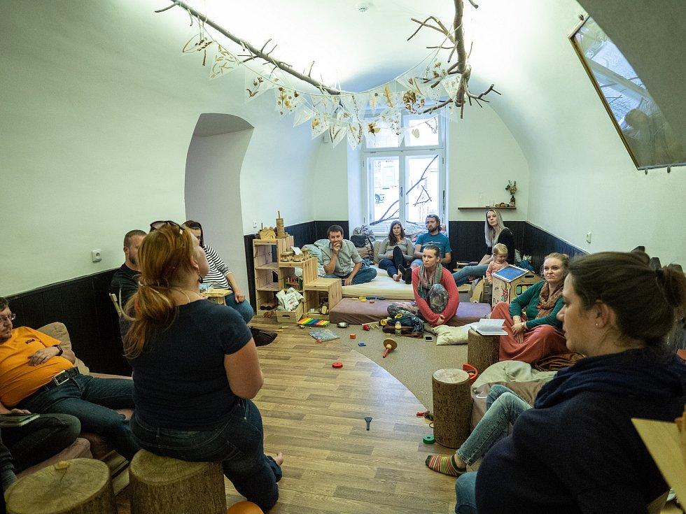 Ágnes Němečková ze Soběslavi se věnuje osvětě rodičů o právech dětí, je konzultantem na nonstop poradenské lince.