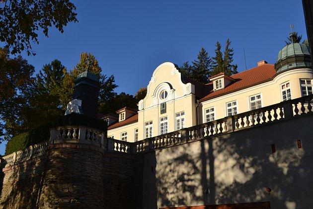 Zámek v Radvanově.