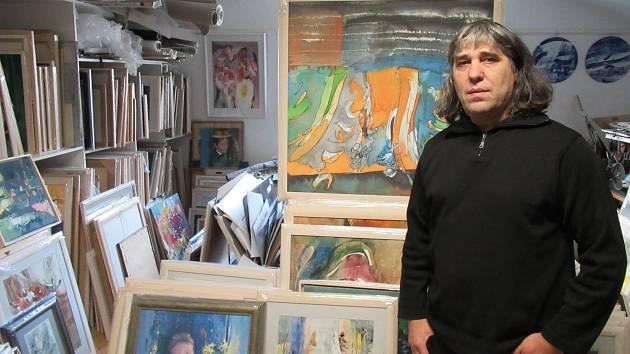 AKVAREL V TÁBORSKÉM ATELIÉRU. Akademický malíř Teodor Buzu se snaží vzkřísit zapomenutou techniku malby jako formu vyjádření.