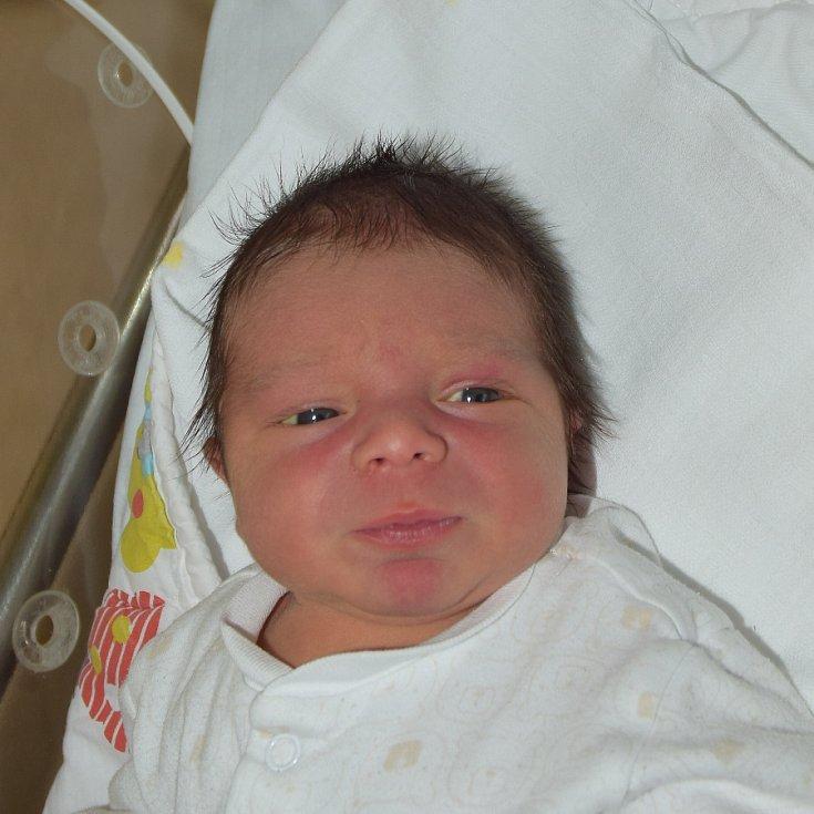 Lukáš Černý z Hluboké nad Vltavou. Narodil se jako čtvrté dítěv rodině 30. června v 9.54 hodin. Vážil 3560 gramů, měřil 50 cm a  má brášky Ondráška (3), Vojtu (7) a sestřičku Kačku (7).