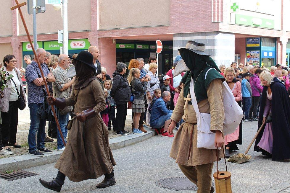 Kostýmovaný průvod prošel Táborem.