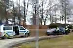 Řidič ujížděl policistům, skončil ve stromě. Fotografii pořídil krátce po nehodě okolo projíždějící svědek.