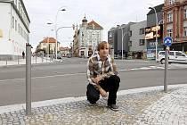 HODNOCENÍ. Architekt Ladislav Zeman si prošel zrekonstruované Křižíkovo náměstí a pokusil se shrnout jeho pro a proti.  Líbí se mu, že se v projektu myslelo na chodce a že je křižovatka v centru Tábora bezpečnější.