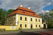 Galerie Fara v Plané nad Lužnicí za dekádu hostila již 46 výstav, na kterých se spolupodílelo 64 vystavujících výtvarníků z Čech i zahraničí.