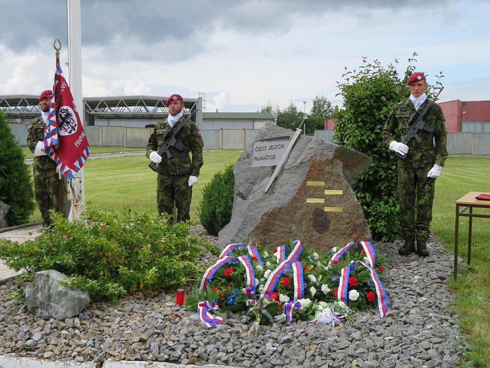 Na vojenské základně 42. mechanizovaného praporu Tábor si ve středu 4. srpna vojáci i rodina připomínali 3. výročí od tragického úmrtí tří členů posádky na misi v Afghánistánu.