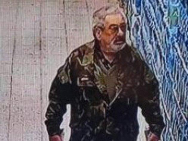 Policisté žádají veřejnost opomoc a spolupráci při pátrání po totožnosti muže, jehož fotografii se jim podařilo získat při šetření jednoho zprověřovaných případů.