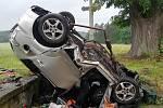 U Hodušína na Táborsku po nárazu do betonového mostku řidič osobního auta zemřel.