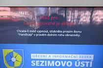 Dva nové panely v Sezimově Ústí plní povinnou úřední, ale i informační funkci.