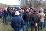 Zemědělci se setkali se zástupci ministerstva přímo v terénu.
