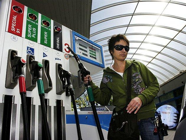 PRŮVAN V PENĚŽENCE. Motoristé musí počítat s tím, že za benzin či naftu zaplatí víc. Biopaliva jsou stejně jako všechny bioprodukty dražší.