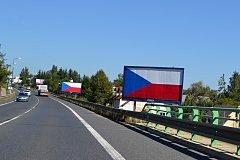 Od 1. září by měly být billboardy podél dálnic a silnic první třídy minulostí. Majitelé je mají odstranit, jinak to udělá na jejich náklady stát.