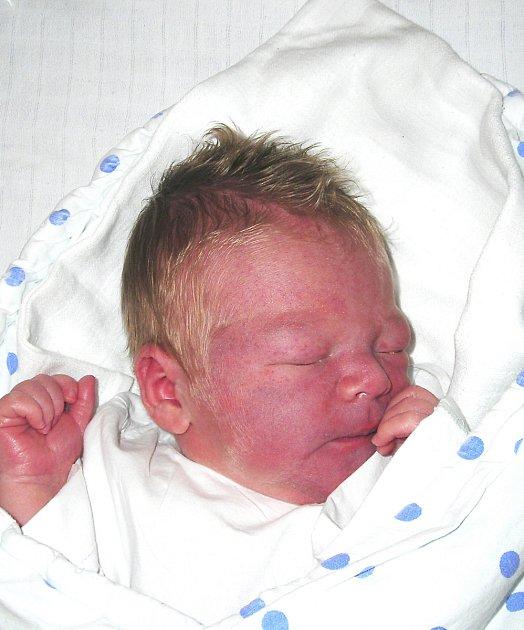 RADIM PÁNEK Z VESELÍ NAD LUŽNICÍ.  Bráška tří a půlleté Gity přišel na svět 1. října ve 3.20 hodin. Jeho váha byla 3990 g, měřil 52 cm.