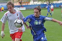 Na vítězství v Tachově se gólem podílel i záložník Nohava (vlevo).