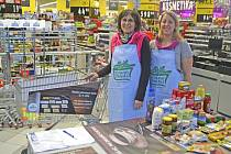 Dobrovolnice v hypermarketu Albert Tábor