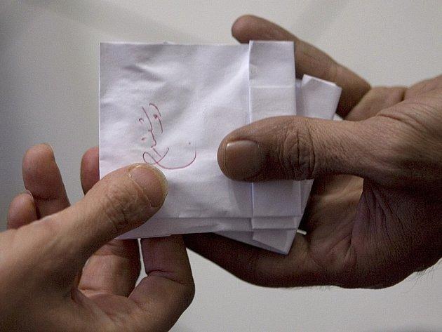 Vyrobená droga se prodává v tzv. psaníčkách.