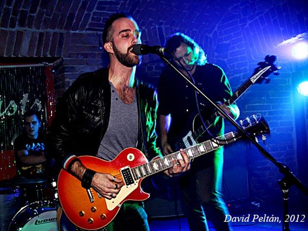 Táborsko-americká kapela Bro´s ´n´Beasts v akci. Naposledy hrála v Táboře v klubu Bardo.