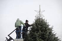 Vánoční strom Veselští rozsvítí v sobotu po setmění.
