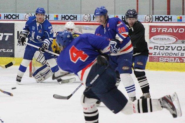 Boje v okresním hokejovém přeboru Táborska.