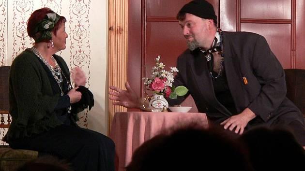 V nejnovějším kusu ochotnického spolku Fikar, znovuobnovené hře Milenka pana Brumlíka, si Zdeněk Černý zahrál roli nadutého bohémského básníka.