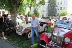 Do Chýnova se sjelo na 150 majitelů veteránů a mezi nimi i motokrosová a endurová legenda František Hrobský a sběratel historických motocyklů z Českých Budějovic Petr Hošťálek.