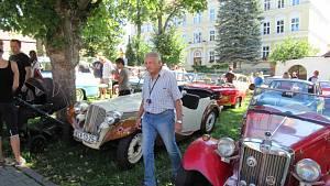 Sraz historických vozidel v Chýnově