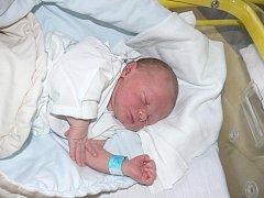 LUKAS VAŇO Z TÁBORA. Bráška Nikolase (3,5) se narodil ve 2.23. Vážil 3600 gramů a měřil 53 cm.