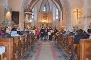 Tradiční vánoční zpívání v Hodušíně.