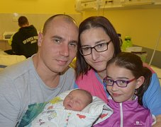 Ema Navrátilová ze Sezimova Ústí. Narodila se 1. listopadu v 15.28 hodin jako druhá dcera dítě v rodině. Vážila 3290 gramů, měřila 52 cm  a sestřičce Míše je osm let.
