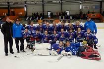 Ženský hokejový tým HC Mamby Tábor po turnaji v Náchodě.