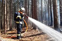 Požár lesa byl na tísňovou linku na operační středisko hasičů ohlášen ve čtvrtek 7. května ve 13:13 hodin.