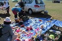 Na letiště dorazilo dvaapadesát prodejců, kteří lákali na poklady asi tisícovku návštěvníků.