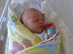JIŘÍ BARTOŇ z VESELÍ NAD LUŽNICÍ. Narodil se 3. srpna v 15.44 hodin. Vážil 3210 g a měřil  48 cm. Je prvním miminkem maminky Hany.